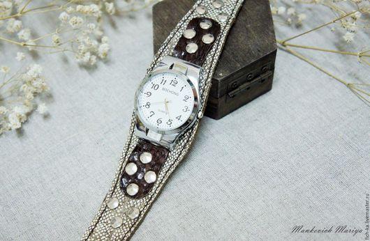 Часы ручной работы. Ярмарка Мастеров - ручная работа. Купить Мужские наручные часы, рыбья кожа семги и налима. Handmade.