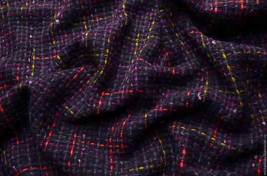 Шерстяная ткань итальянского производства CHANEL. Ширина ткани - 150 см. Состав - 80%WO, 20%PL Стоимость - 31 $ за один погонный метр.