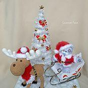 Куклы и игрушки ручной работы. Ярмарка Мастеров - ручная работа Мишка Тедди с новогодней елкой и оленем. Handmade.