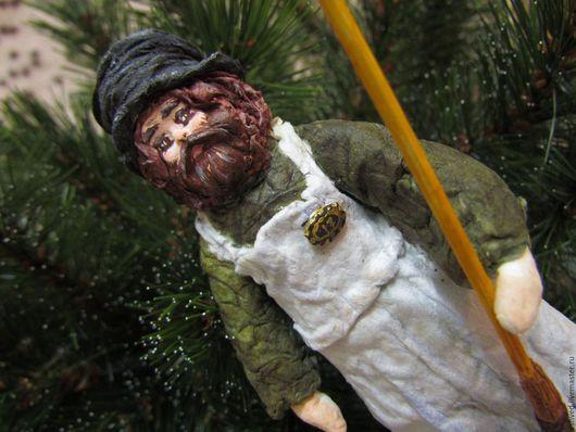 Человечки ручной работы. Ярмарка Мастеров - ручная работа. Купить Старый Дворник - елочная игрушка из ваты. Handmade. Хаки, клейстер