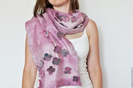 Шарфы и шарфики ручной работы. Ярмарка Мастеров - ручная работа. Купить Шарфик палантин валяный с шелком сиреневый фиолетовы розовый с цветами. Handmade.