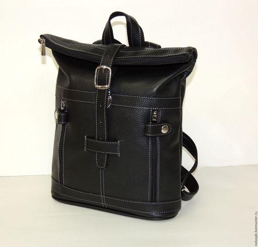 Универсальная цветовая гамма изделия впишет рюкзачок практически в любой повседневный комплект одежды. А удобство и функциональность рюкзачка Вы оцените по достоинству!