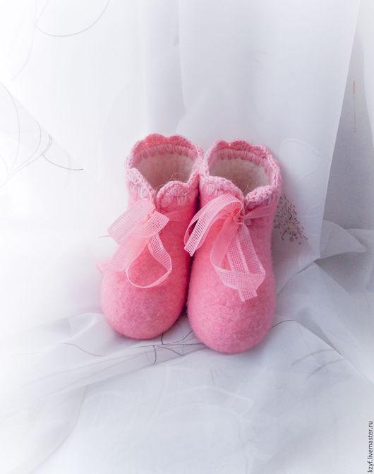 Валенки тапки детские. Обувь детская из войлока. Работы для детей. Тапочки с рисунком.Тапочки детские домашние ручной валки. Тапочки из войлока. Валенки из натуральной овечьей шерсти.