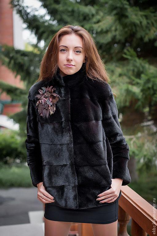 Куртка из меха Канадской норки Блек-Гламма. Поперечной кладки. Прорезные карманы. Отстёгиваются 2 нижних яруса рукавов и стойка.Превращается куртка в элегантный межсезонный жакет.