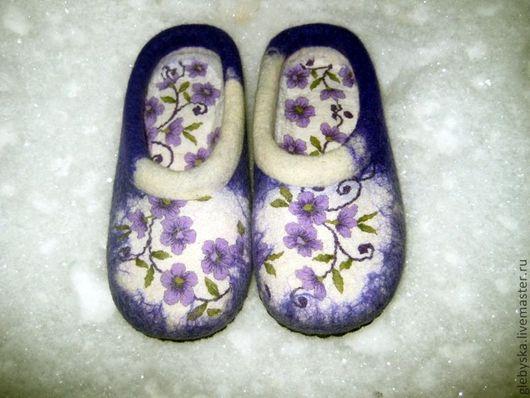 """Обувь ручной работы. Ярмарка Мастеров - ручная работа. Купить тапочки """"Фиолетовые цветы""""-2. Handmade. Белый"""