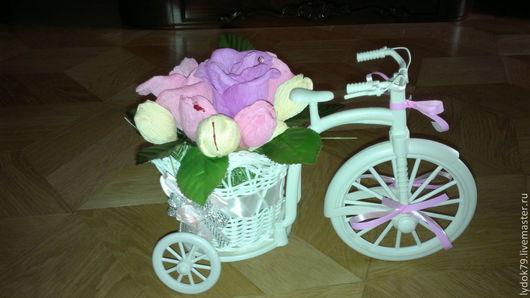Велосипед с конфетками. Количество и цветовая гамма- на Ваш вкус. Цена- от 700. Упаковывается в подарочную упаковку