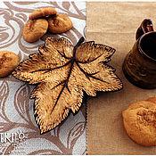 """Посуда ручной работы. Ярмарка Мастеров - ручная работа Деревянная тарелка """"Кленовый лист"""".. Handmade."""
