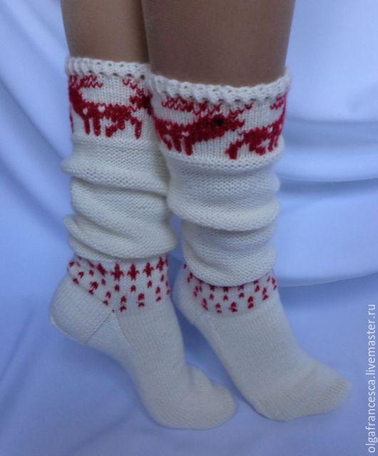 подарок на новый год, носки шерстяные, вязаные носки, сапожки вязаные, обувь для дома, домашняя обувь, гольфы, гетры, носки на Новый год, носки женские, носки в подарок, носки с оленями