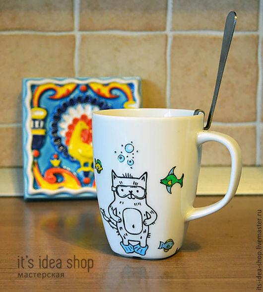 Хочется сделать оригинальный подарок?  Вот Вам решение :)  В нашем случае это чашка на день рождение друга,  любителя курить трубку, дайвинг и ... котиков, конечно!   А что любят Ваши друзья? :)