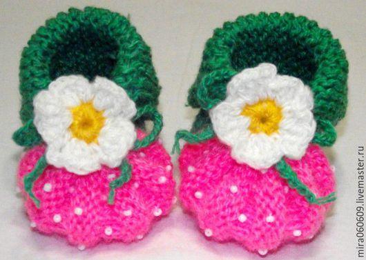 """Для новорожденных, ручной работы. Ярмарка Мастеров - ручная работа. Купить Вязаные  пинетки  """"Клубничка"""" для малышей. Handmade. Розовый"""