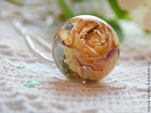 """Кулоны, подвески ручной работы. Ярмарка Мастеров - ручная работа. Купить Кулон сфера с розой """"Желтый закат"""" 19мм из эпоксидной смолы. Handmade."""
