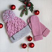 Аксессуары ручной работы. Ярмарка Мастеров - ручная работа Шапка с помпоном и варежки вязаные нежно-розового цвета. Handmade.