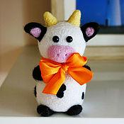 Куклы и игрушки ручной работы. Ярмарка Мастеров - ручная работа Коровка (игрушка из шерсти). Handmade.
