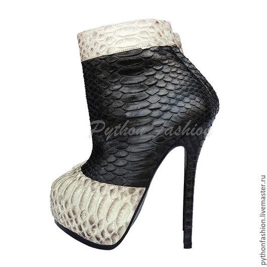 Ботильоны из кожи питона. Дизайнерские ботильоны из кожи питона на каблуке. Женская весенняя обувь из кожи питона ручной работы. Стильные женские ботильоны из кожи питона на заказ. Ботильоны на весну.