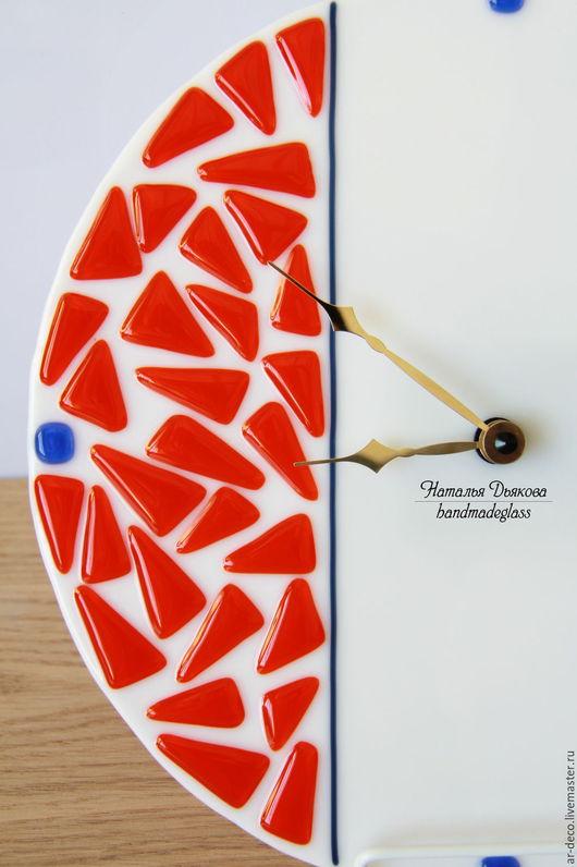 Часы настенные в единственном экземпляре с бесшумным часовым механизмом