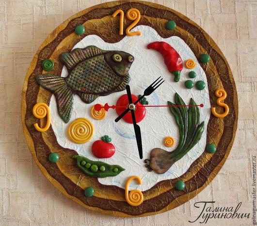 """Часы для дома ручной работы. Ярмарка Мастеров - ручная работа. Купить Настенные часы для кухни """"Рыбка с лучком"""". Handmade. рыбка"""