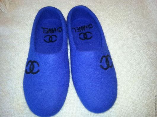 Обувь ручной работы. Ярмарка Мастеров - ручная работа. Купить валяные тапочки Шанель. Handmade. Синий, Тапочки ручной работы