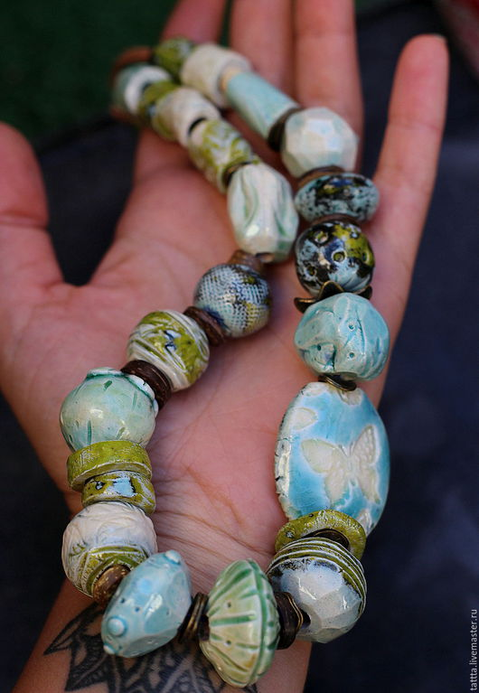 Колье, бусы ручной работы. Ярмарка Мастеров - ручная работа. Купить украшение бусы из керамики весна 2. Handmade. Зеленый