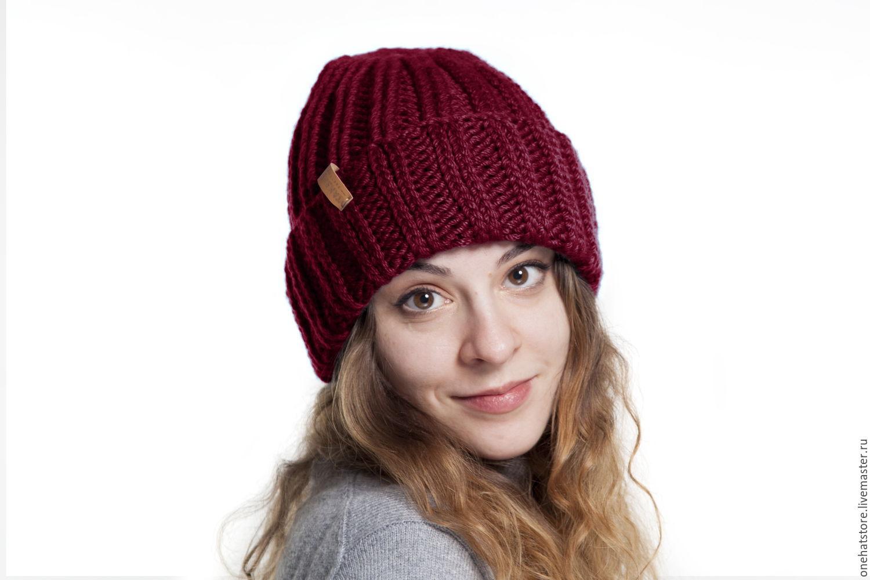 Бордовая теплая вязаная шапка с отворотом из мериносовой ...