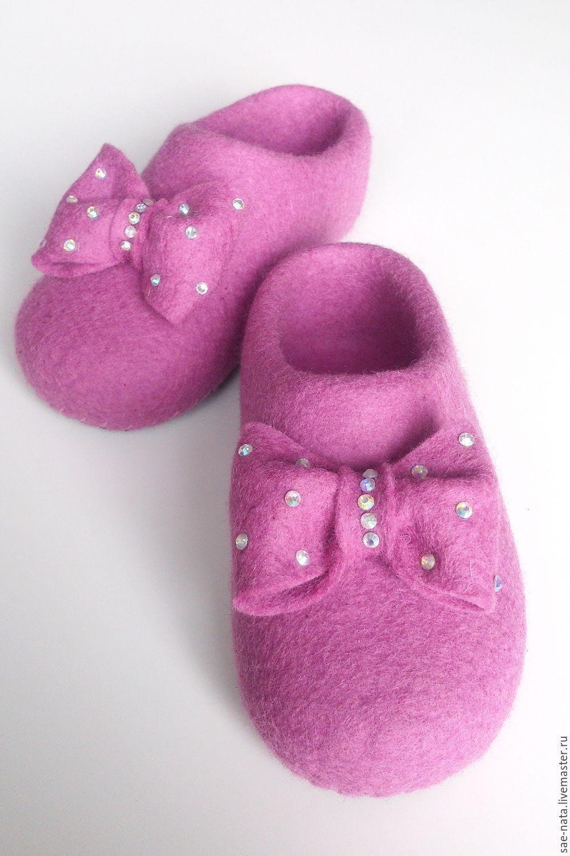 Тапочки для девочки. Валяные тапочки детские. Детские тапочки. Тапочки из шерсти детские. Детские тапочки с бантом. Розовые тапочки для девочки.