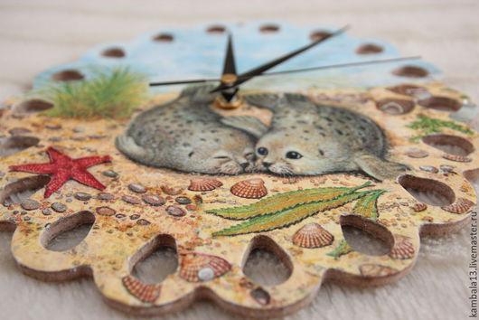 """Часы для дома ручной работы. Ярмарка Мастеров - ручная работа. Купить Часы """"Морские котики"""". Handmade. Часы, влюбленные, природа"""