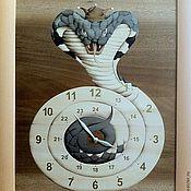 """Картины и панно ручной работы. Ярмарка Мастеров - ручная работа """"Часы-Кобра"""" Шпон-маркетри. Handmade."""