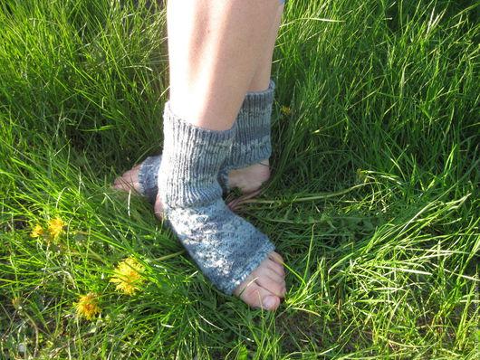 Носки, Чулки ручной работы. Ярмарка Мастеров - ручная работа. Купить Носки вязаные для йоги (пилатеса, танцев) серые. Handmade.