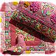 Подушка украшена аппликацией и йо-йошками, застёгивается на пуговички.