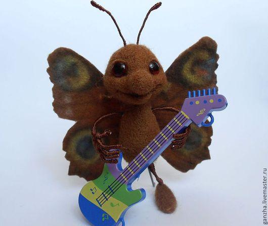 Коллекционные куклы ручной работы. Ярмарка Мастеров - ручная работа. Купить Бабочка. Handmade. Коричневый, гитарист, валяная игрушка