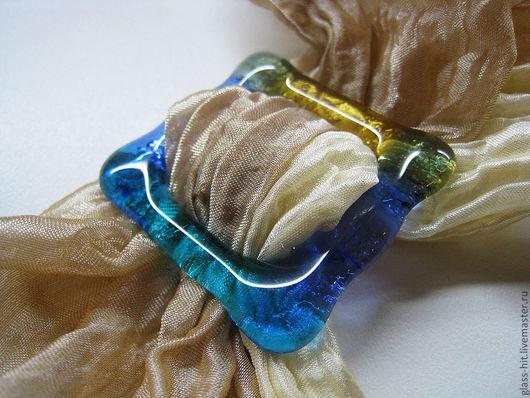 Зажим  для платка голубой. Стекло. Фьюзинг. Прекрасное дополнение для платков из лёгких и плотных тканей!