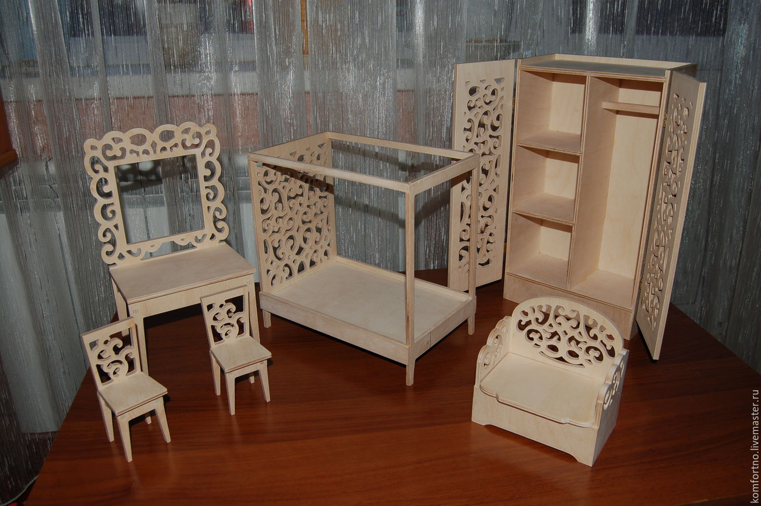 Doll furniture for Barbie dolls and doll-daughter. A set of 260 Procurement for decoupage and painting.