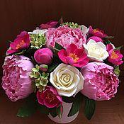 Цветы и флористика ручной работы. Ярмарка Мастеров - ручная работа Букет с розовыми пионами и шиповником. Handmade.