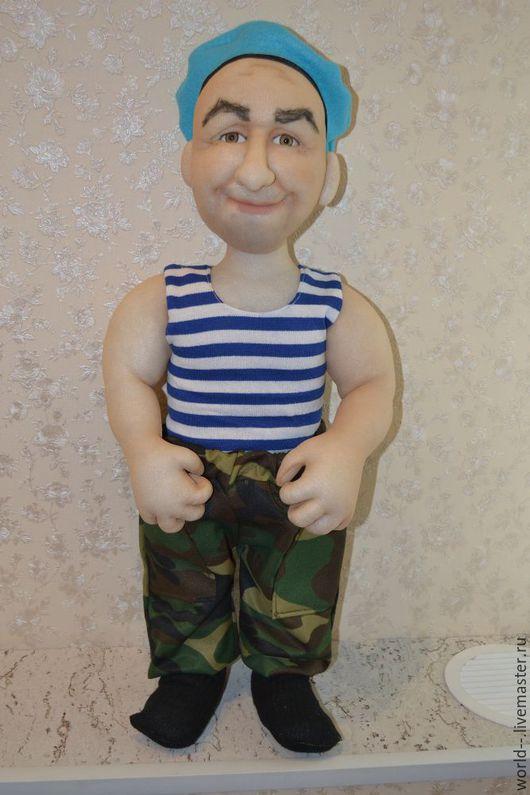 Шаржевая кукла ВДВшник, отлично впишется в любой интерьер,может быть подарком на профессиональный праздник. Станет неожиданным подарком служившему мужчине. Выполнена в технике скульптурный текстиль.Ма