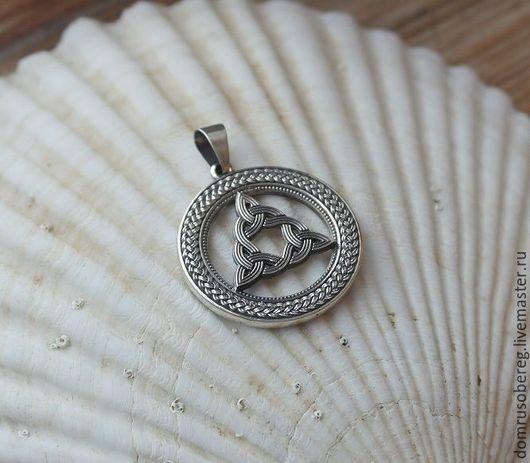 Это один из вариантов огненных узлов, который по своим качествам подобен кельтской богине БРИГИТТ.