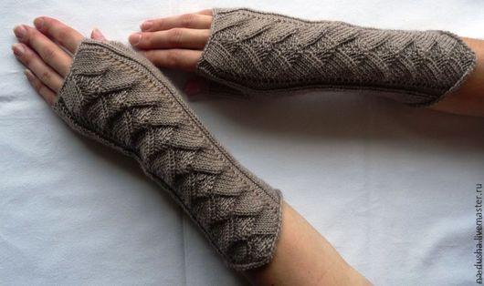 Вязанные длинные перчатки без пальцев