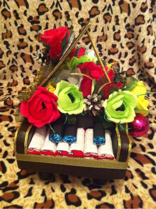 Новый год 2017 ручной работы. Ярмарка Мастеров - ручная работа. Купить Новогодний рояль. Handmade. Конфетный букет, гофрированная бумага