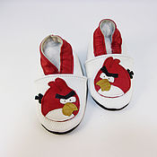 """Обувь детская ручной работы. Ярмарка Мастеров - ручная работа Кожаные тапочки""""Angry Birds"""", кожаная обувь.пинетки.чешки. Handmade."""