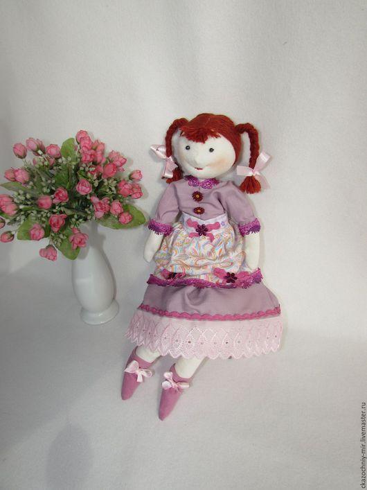 Куколка с чудесными глазками из бусин Гематита и рыжими косичками, производит неизгладимое впечатление своим задорным, детским обликом и ощущением безмятежности, буквально исходящим от неё.