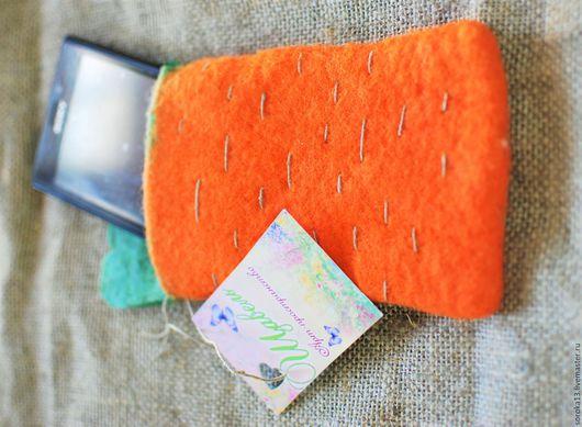 """Для телефонов ручной работы. Ярмарка Мастеров - ручная работа. Купить Чехол для смартфона """"Морковка"""". Handmade. Рыжий, валяный"""