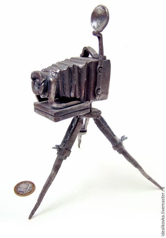 Ретро-фотоаппарат. Художественная ручная ковка. Автор и исполнитель Ганюшкин Владимир.