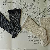 Куклы и игрушки ручной работы. Ярмарка Мастеров - ручная работа Вязаные носочки для антикварной куклы. Handmade.