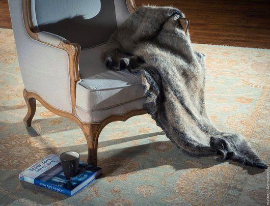 Одеяло из собачьей шерсти Теплый Кавказец . Размер одеяла 170 х 175 см . Пушистое и слегка колючее .