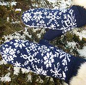 """Аксессуары ручной работы. Ярмарка Мастеров - ручная работа Двойные варежки """"Зимний вечер"""". Снежинки, тёмно-синий,теплые варежки. Handmade."""