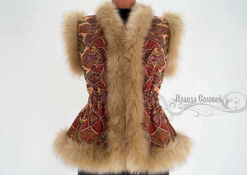 Авторский жилет из павлопосадского платка (100% шерсть) Отделка- искусственный мех итальянского производства