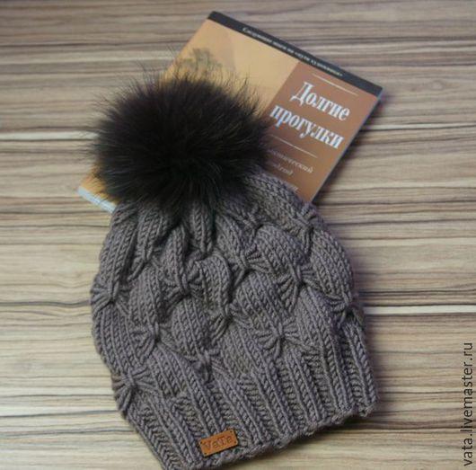 Вязаная шапка с меховым помпоном, шапка вязанная, вязаная шапка ручной вязки, вязаная шапка спицами, вязаная шапка, шапка вязанная, шапка с помпоном, теплая шапка, зимняя шапка с помпоном