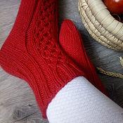 Аксессуары ручной работы. Ярмарка Мастеров - ручная работа Вязаные вручную шерстяные носки красного цвета. Handmade.
