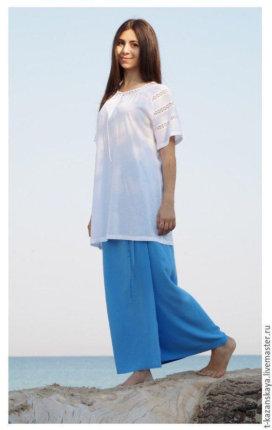 Блузки ручной работы. Ярмарка Мастеров - ручная работа. Купить Батистовая блузка с кружевными вставками белая на голубом фоне. Handmade.