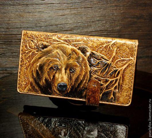 Для телефонов ручной работы. Ярмарка Мастеров - ручная работа. Купить Кожаный чехол на телефон ручной работы Медведь. Handmade.