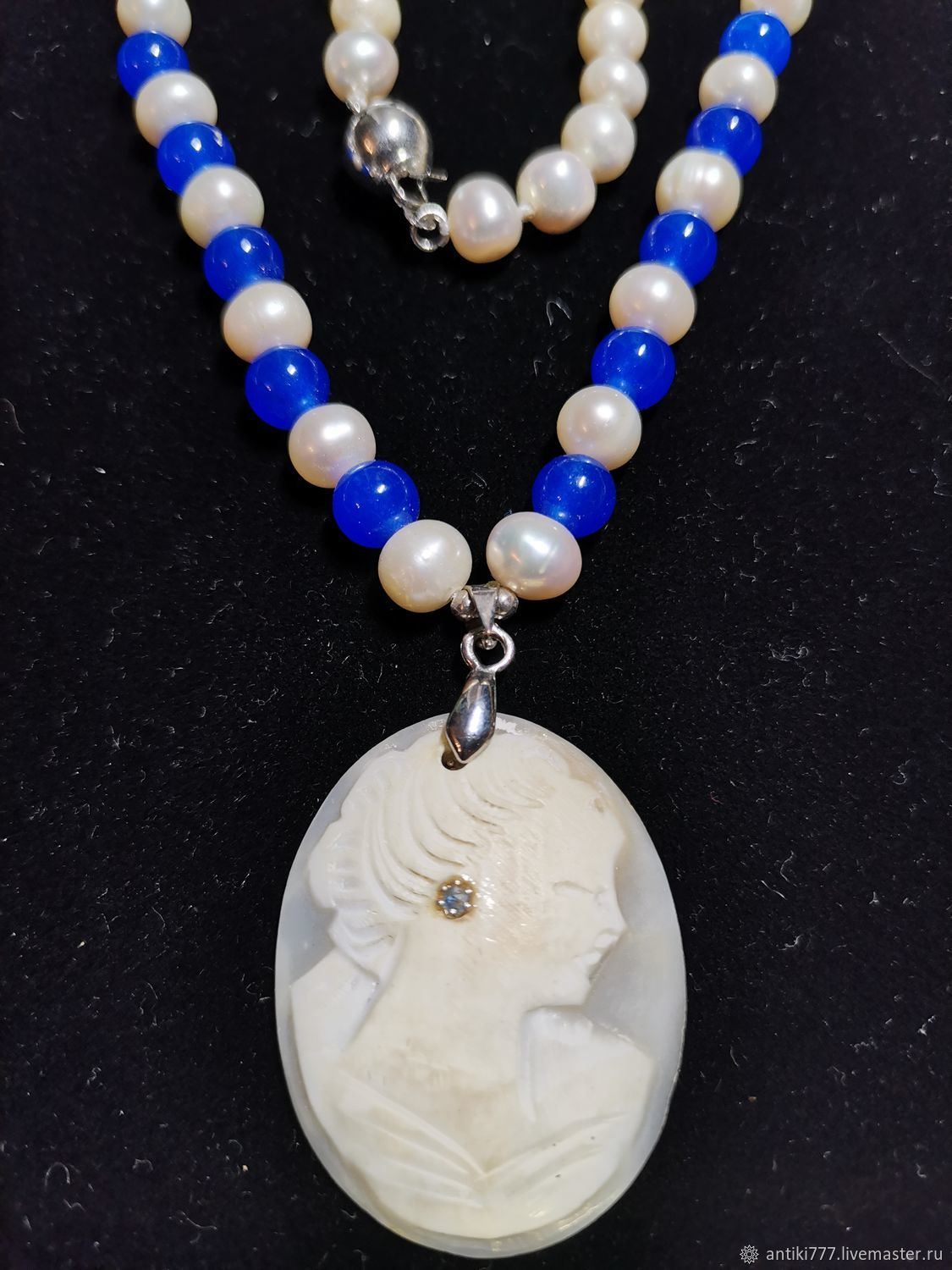 Pearl necklace with a cameo on the shell and a miniature sapphire, Vintage necklace, Moscow,  Фото №1