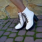 """Обувь ручной работы. Ярмарка Мастеров - ручная работа Сапожки на каблуке белые """"Коньки"""". Handmade."""